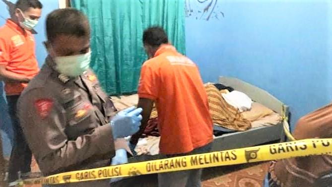 Diduga depresi, salah satu Warga Daeo Kecamatan Morsel, SR ditemukan tewas di dalam kamar