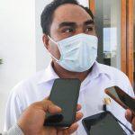 PENJABAT Sekab Halmahera Timur (Haltim), Deny Tjan saat diwawancara wartawan di Kantor Bupati, Rabu (10/3/2021)