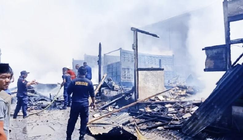 GUDANG Kopra di RT 007/RW 004 Kelurahan Stadion, Kota Ternate Tengah hangus terbakar