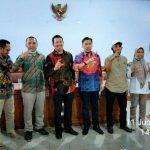 Foto bersama Komisi Informasi Pusat Pak Sahyan dan Pak Cecep, KI NTB Suaeb Qori, dan KI Maluku Utara usai kegiatan kegiatan asistensi kelembagaan pada Jumat (11/6/2021)