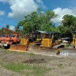 ALAT berat milik CV. Azzahra Karya Indah yang diparkir di Desa Wailoba, Kecamatan Mangoli Tengah