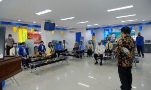 PERESMIAN KCP BCA Ternate, pada Senin (30/8/2021) yang dihadiri Kepala KCP Ternate Indra Parluhutan (berpakaian putih). Peresmian KCP BCA ini dirangkaikan dengan acara doa bersama yang dipimpin oleh pemuka agama setempat Pdt. Lisar (berpakaian batik)