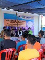 KEPALA Puskesmas Obi Selatan, Andri Deefrits sosialisasi ke masyarakat Desa Soligi, Pulau Obi tentang vaksinasi halal, sebelum pelaksanaan vaksin berlangsung