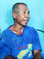KETUA kelompok tani Waifatu Kampiu di Desa Wailoba, Kecamy Mangoli Tengah, Kadir Buamona saat diwawancara wartawan, Jumat (1/11/2021)